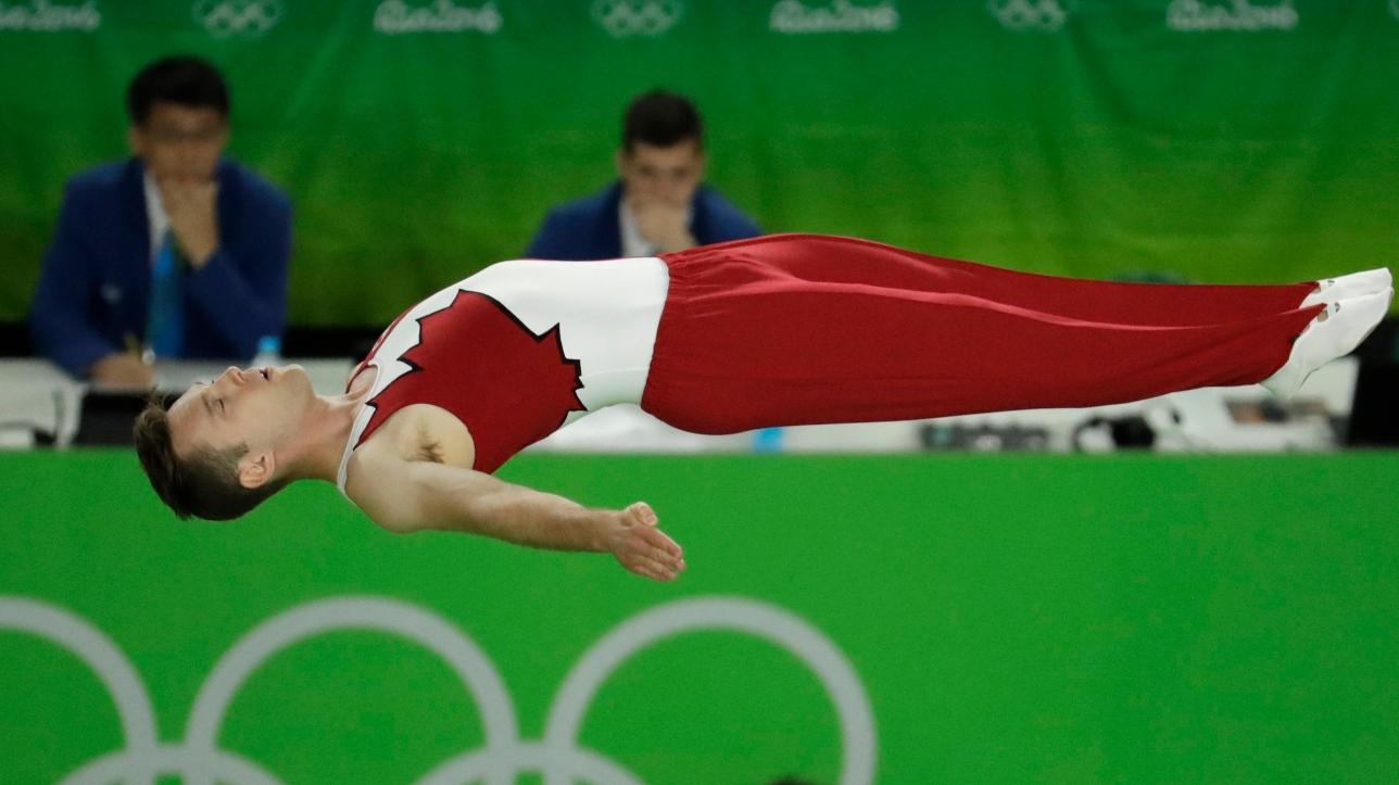 jeux olympiques de rio le trampoliniste jason burnett limin avant les finales et termine 14e. Black Bedroom Furniture Sets. Home Design Ideas