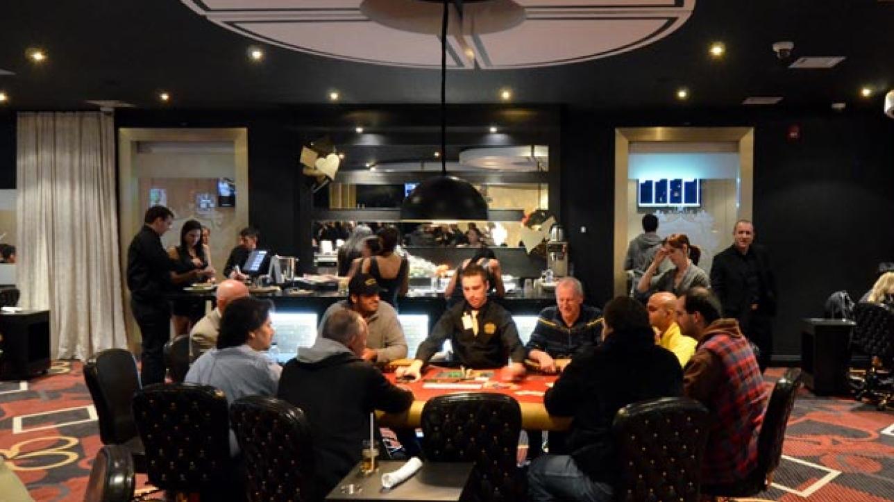 Stardust poker kahnawake meuble roulettes salle de bain